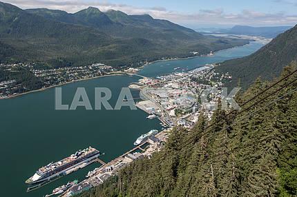 Вид сверху на город. Джуно, Аляска