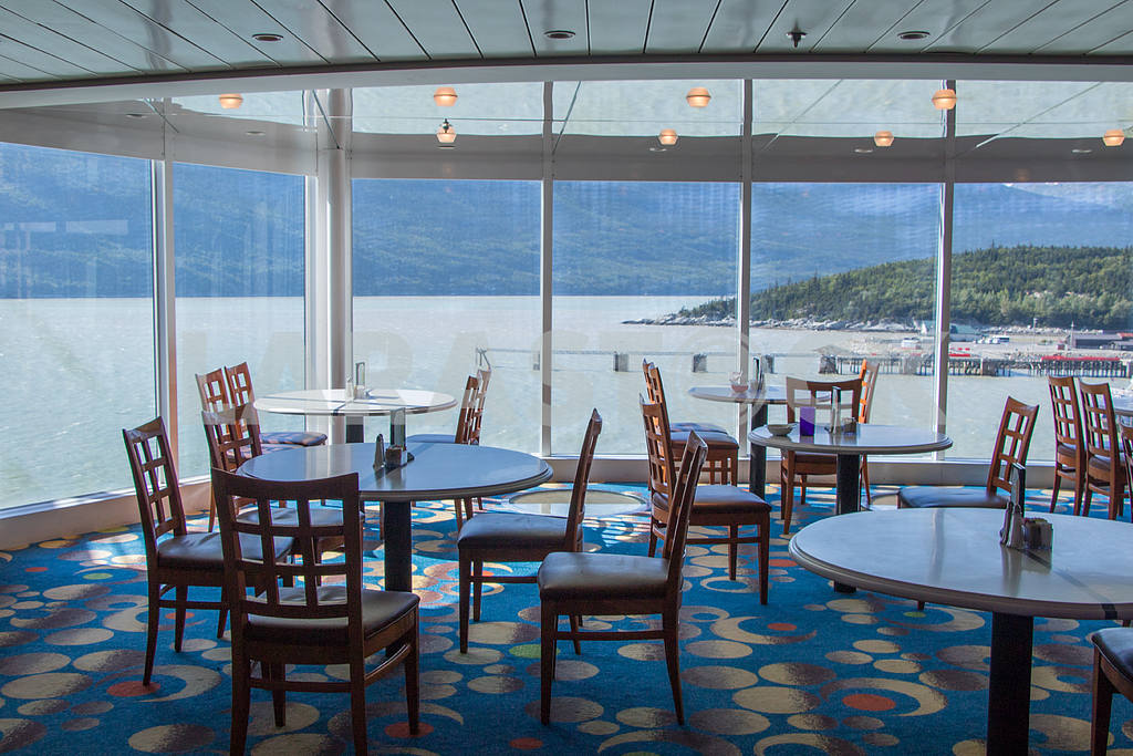 The interior of the cafe on a cruise ship — Image 36110