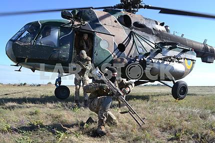 Десантник с ручным пулеметом Калашникова