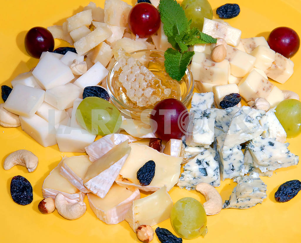 Versions of cheese with honey and fruit  — Image 3730