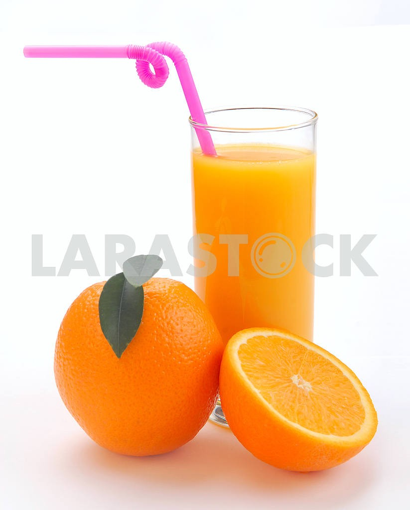 Orange juice in a glass and an orange — Image 3731