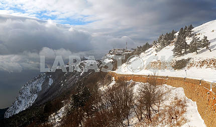 Winter road on a  Ah-petri