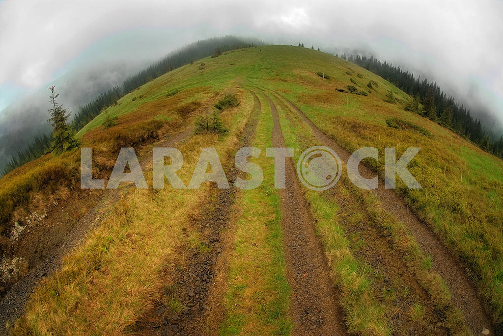 Road going on a ridge — Image 3832
