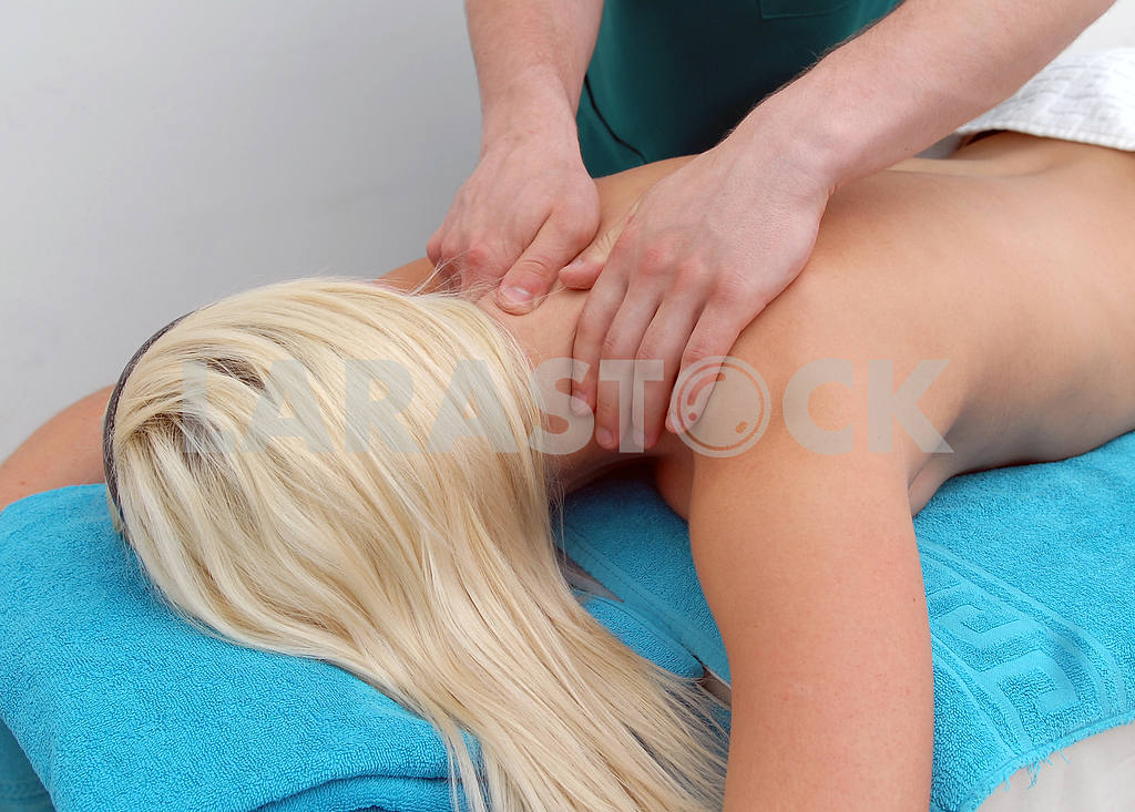 A massage is done a girl — Image 3837