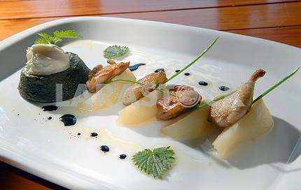 Mashed potatoes from a nettle with meat of a female quail