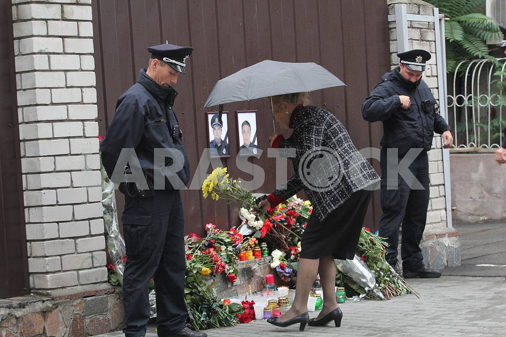 Flowers to the Memory Wall in the Dnieper — Image 38575