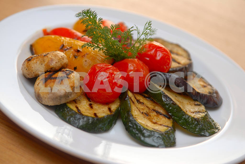 Fried vegetables on a grill — Image 3877