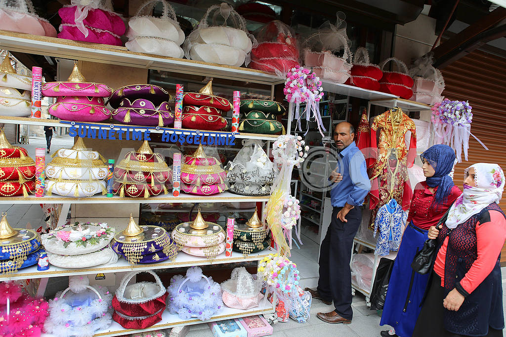 Oriental souvenirs on the market — Image 38800