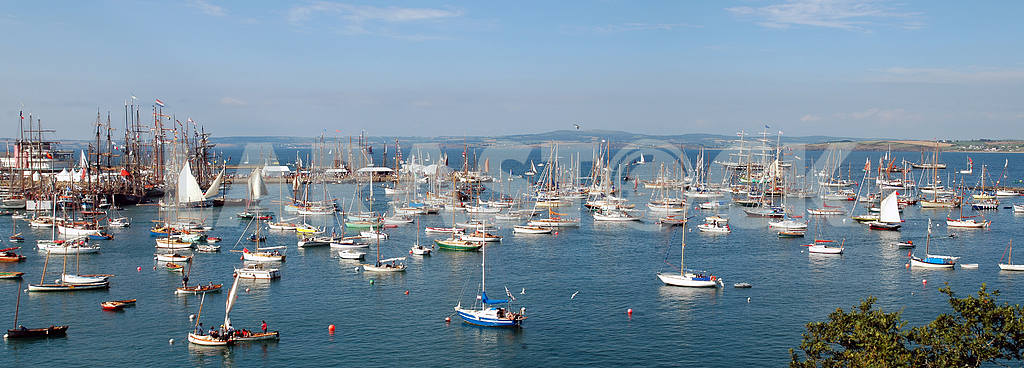 Panorama of a bay with the sailing ships