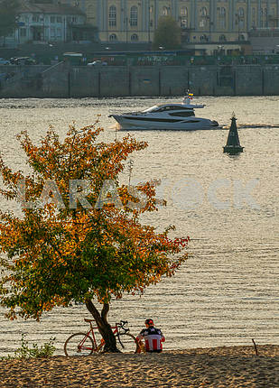 Autumn evening on the banks of the Dnieper