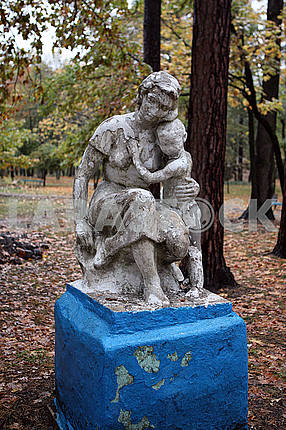 Sculpture Mother and child