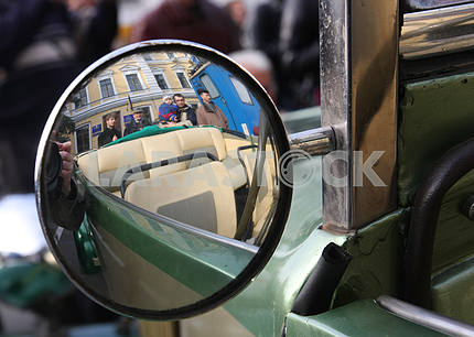 Зеркало автомобиля