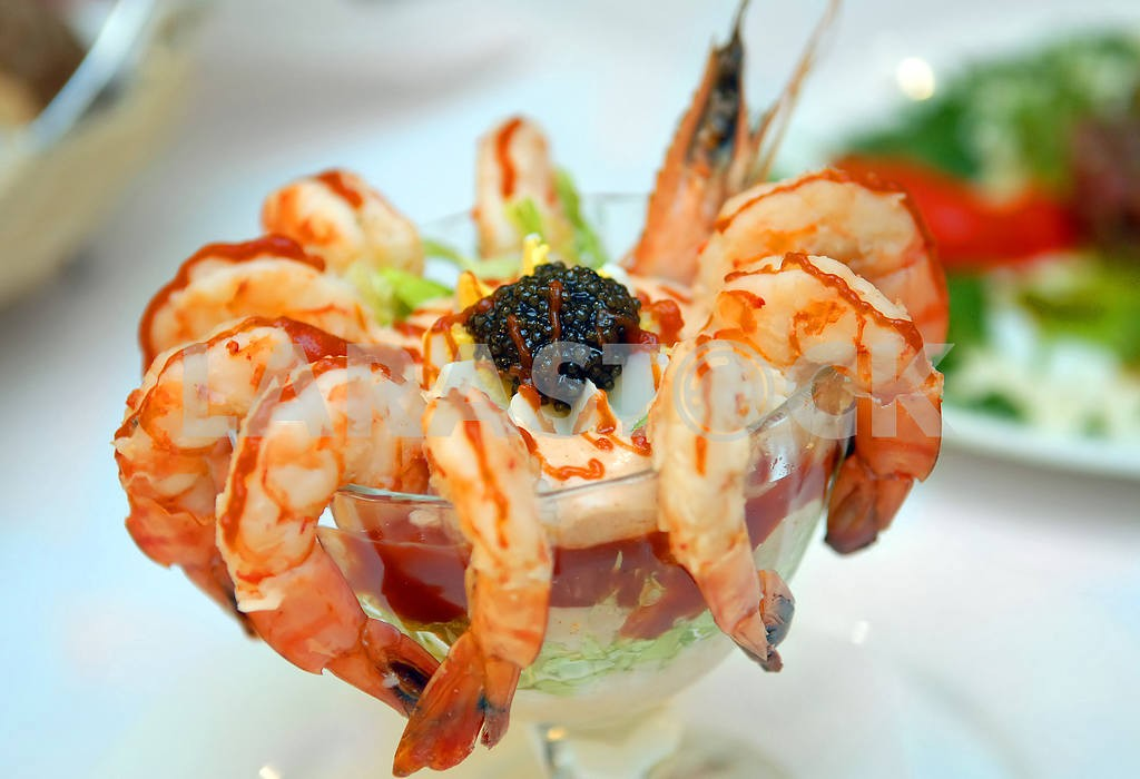 The cleared shrimps with black caviar — Image 3933