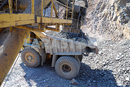 Loading of iron ore Kind from a cabin