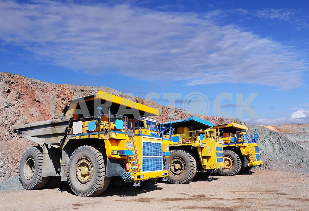 Three dump-body truck — Image 3974