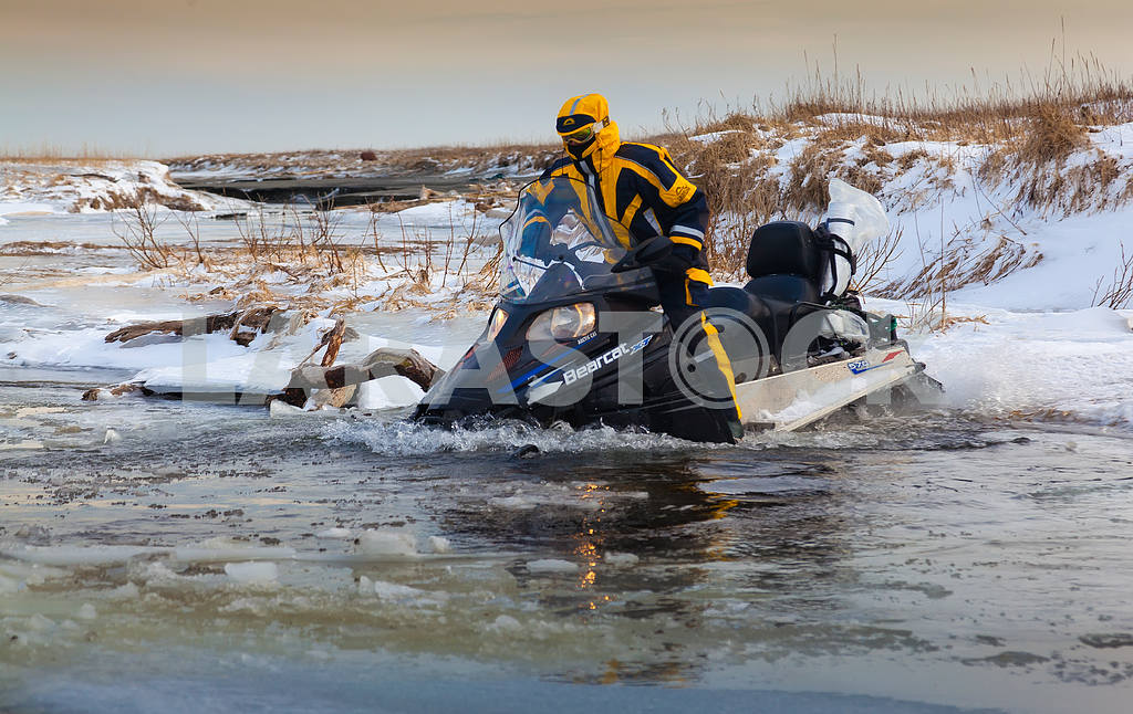 Snowmobile — Image 3981
