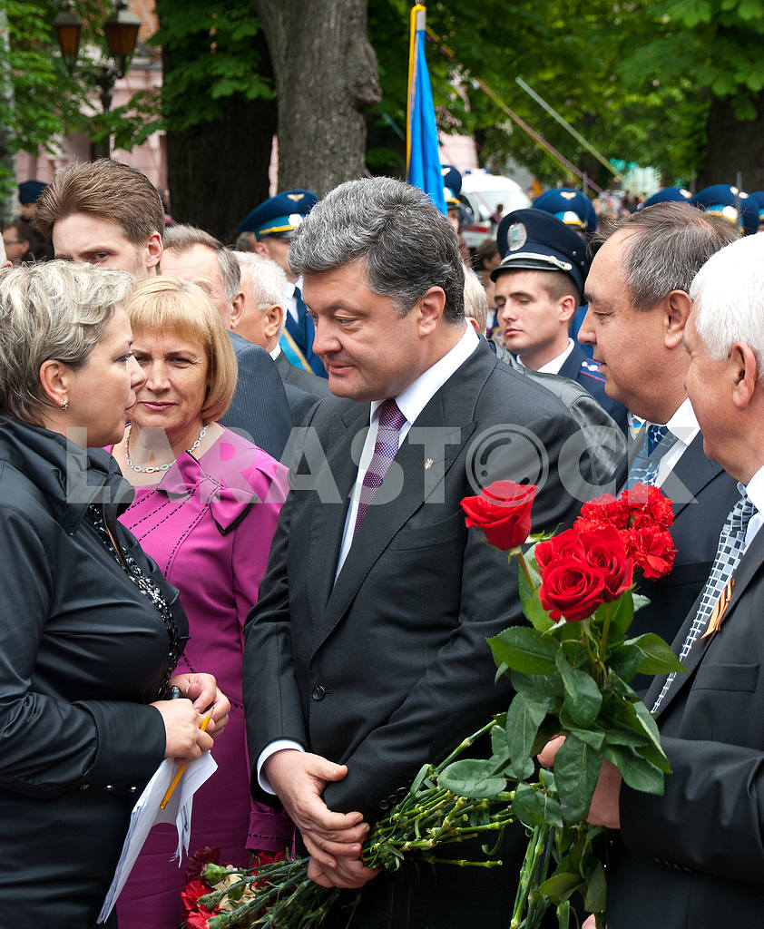 Petro Poroshenko, Vinnitsa, May 9, 2012 g — Image 3993