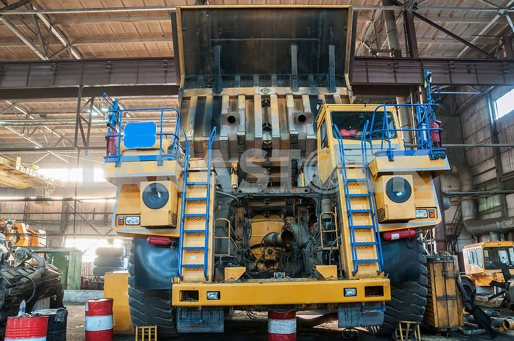 Truck at repairs — Image 3999