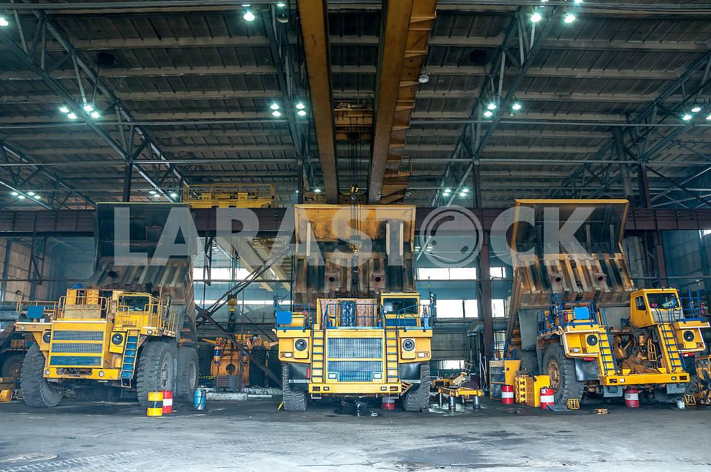 Trucks at repairs — Image 4001