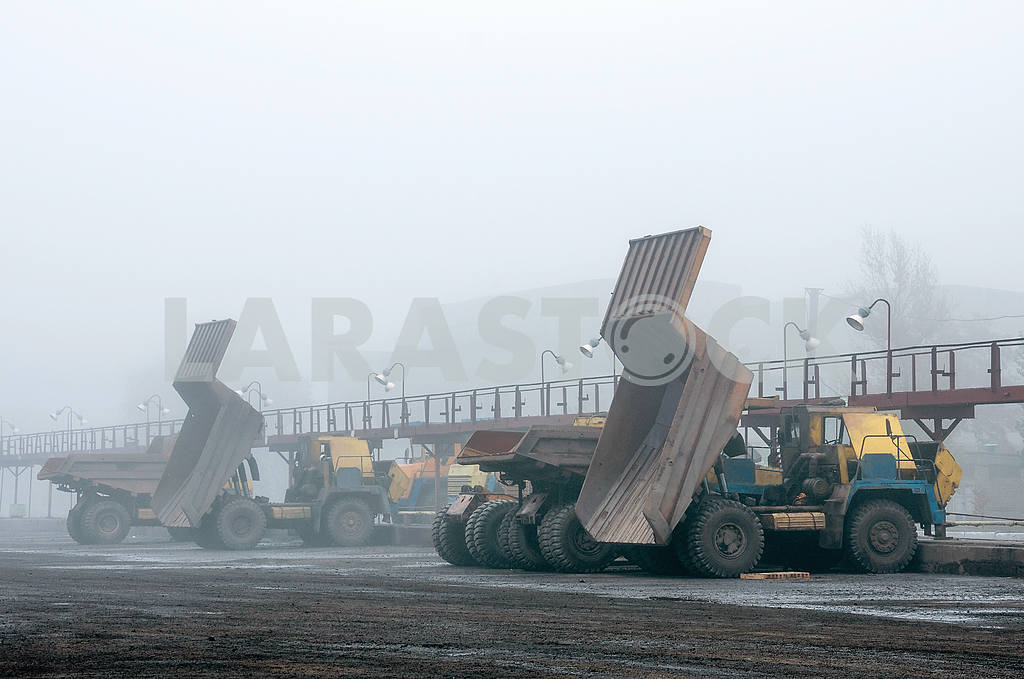 Trucks at repairs — Image 4004