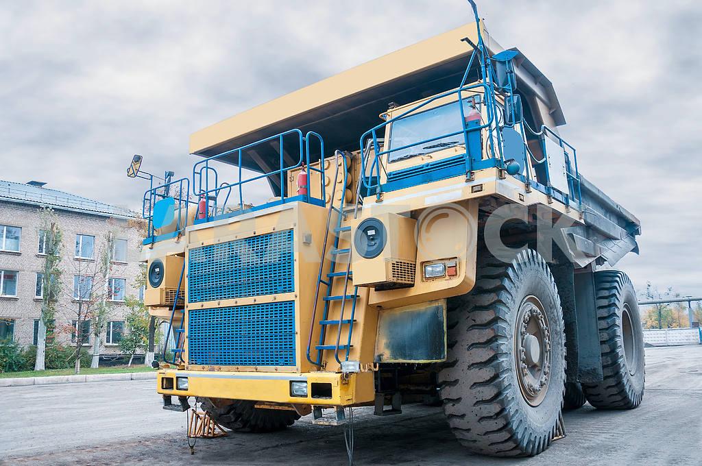 Big quarry truck — Image 4010