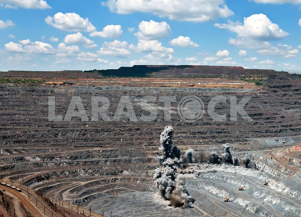 Blast in open cast mine — Image 4112