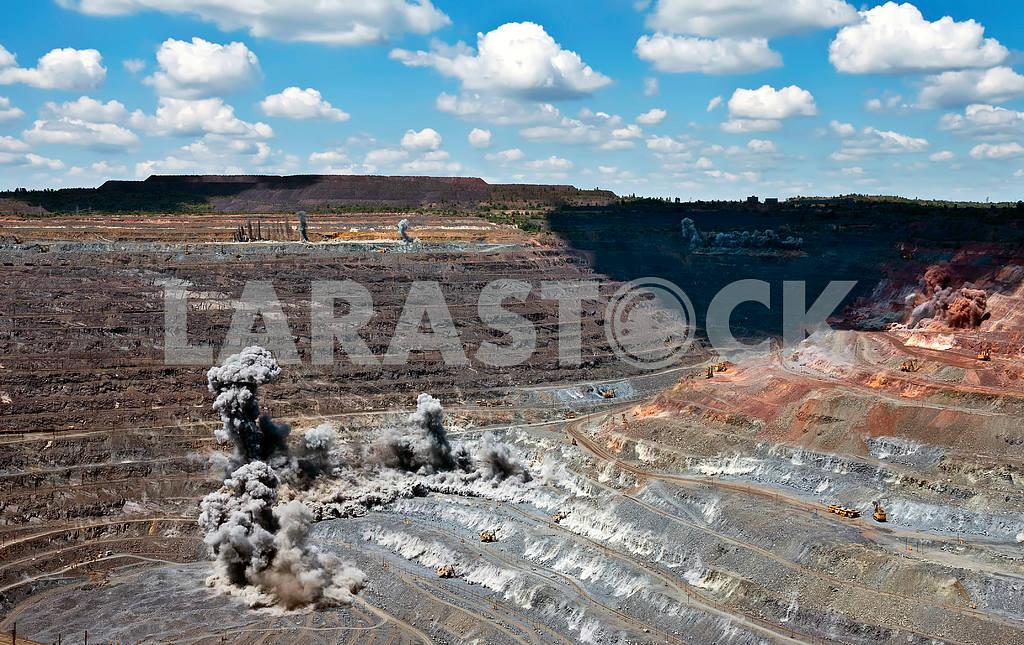 Blast in open cast mine — Image 4113
