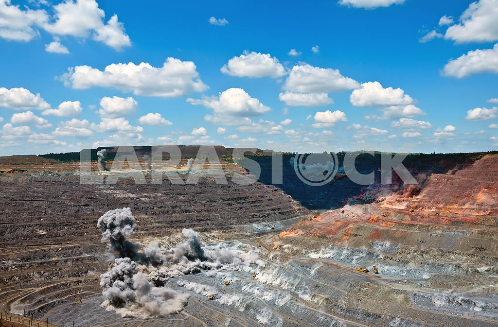 Blast in open cast mine — Image 4114