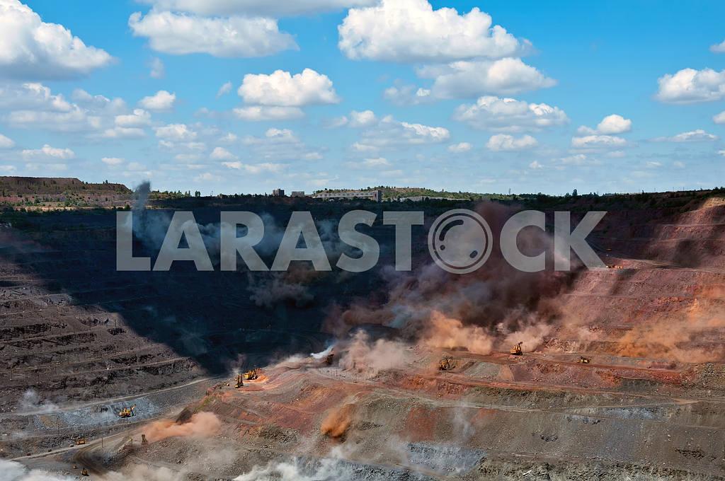Blast in open cast mine — Image 4115