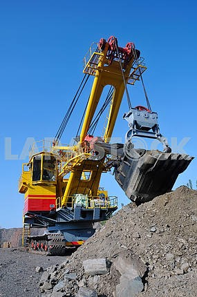 crawler-mounted excavator