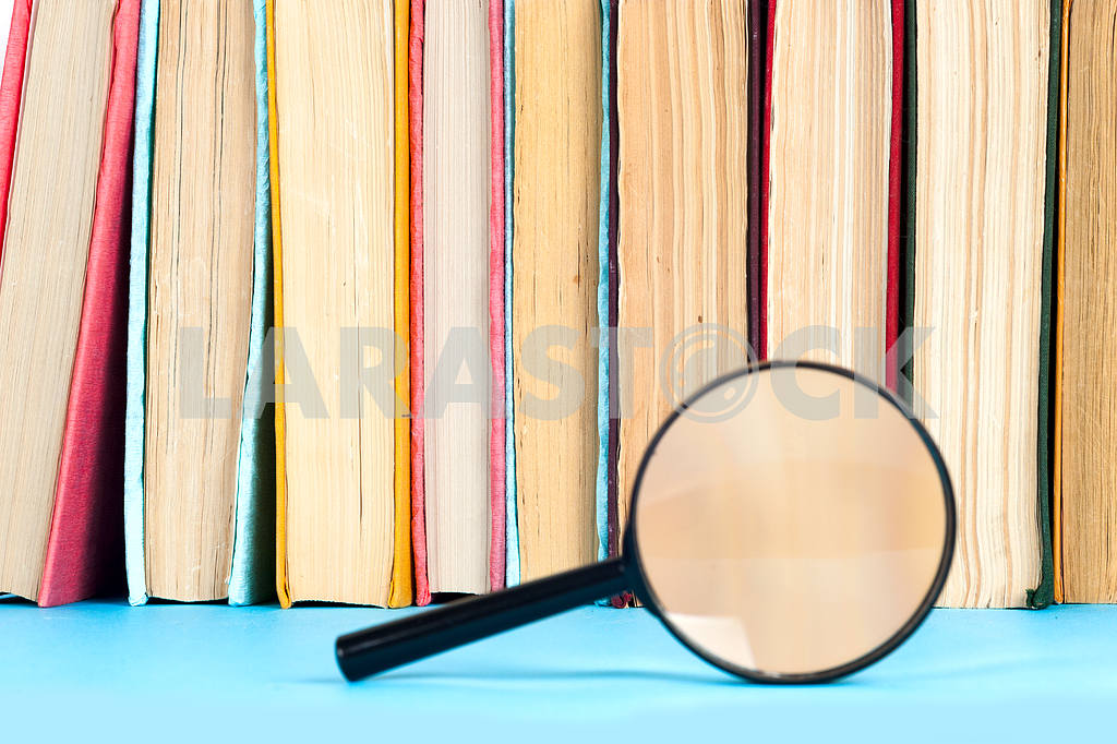 Composition with open book and magnifying glass. Back to school, copy space. Education background. — Image 41849