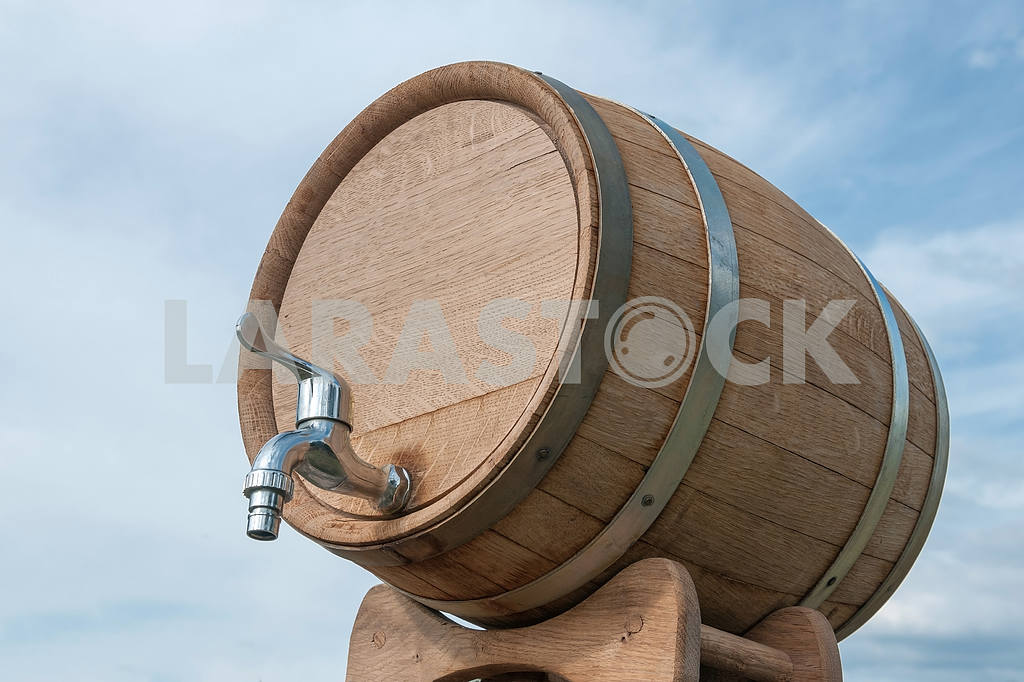 Wine barrel with a tap — Image 4209