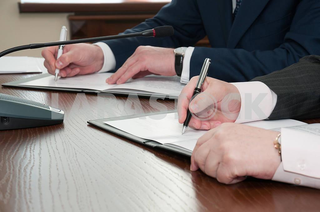 Signing — Image 4260