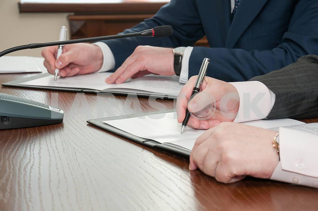 Signing — Image 4261