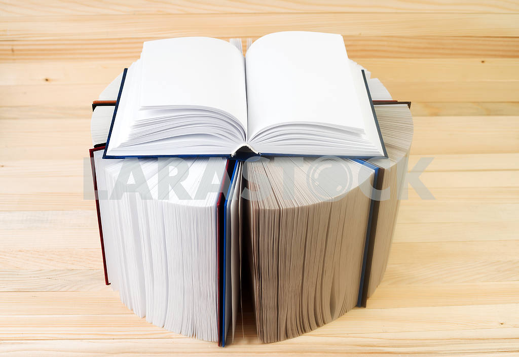 Open book, stack of hardback books on wooden table. Back to school. Copy space — Image 43703
