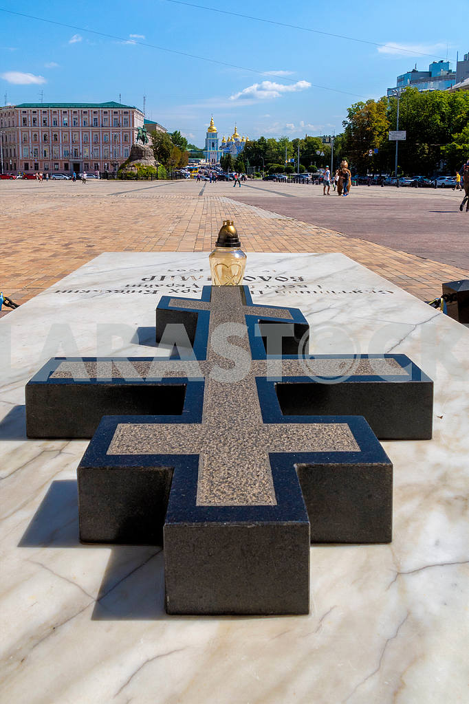 Kiev, St. Michael, the patriarch, Sofia, Ukraine, granite, summer, tomb, marble, square, cathedral, cross — Image 4406