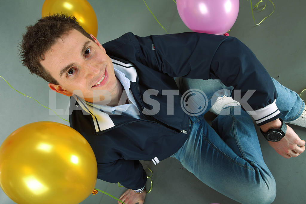 Young smiling man against of balloons — Image 4430