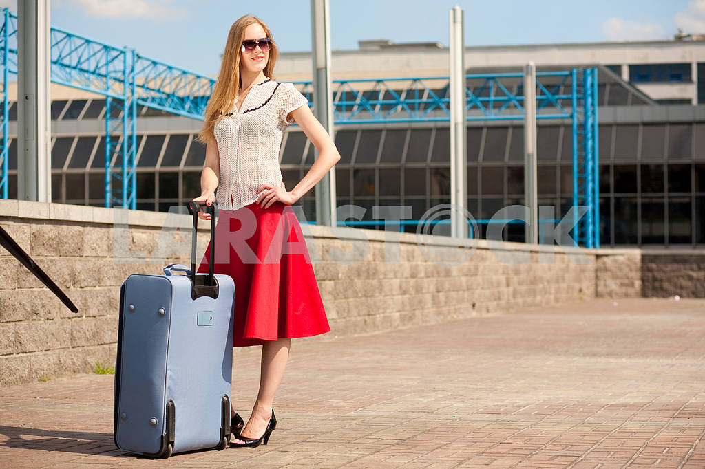Young woman, blond, against the backdrop of the station. In all  — Image 4459