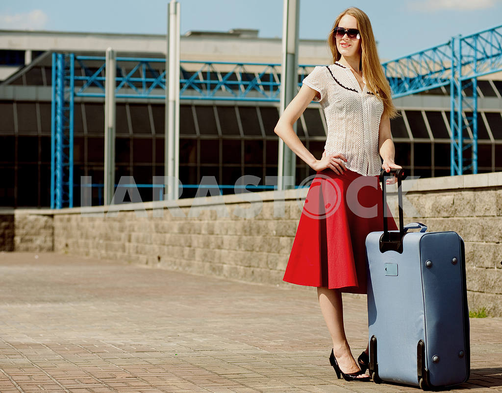 Young woman, blond, against the backdrop of the station. In all  — Image 4460