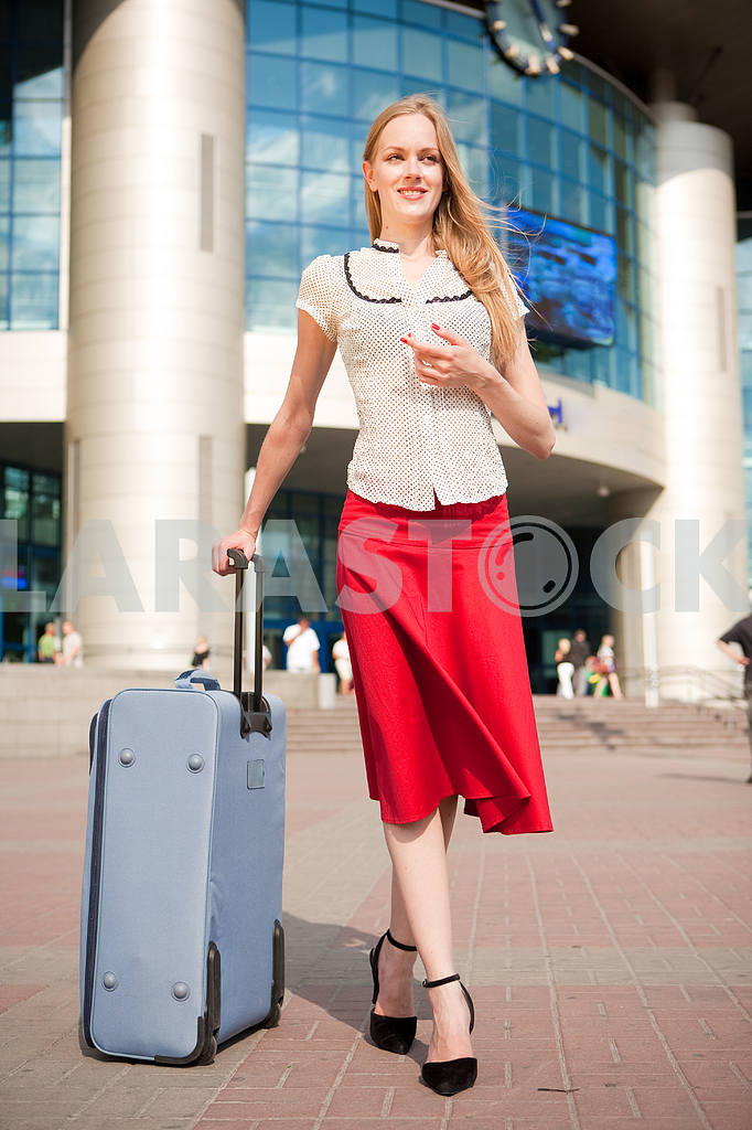 Young woman, blond, against the backdrop of the station. In all  — Image 4463