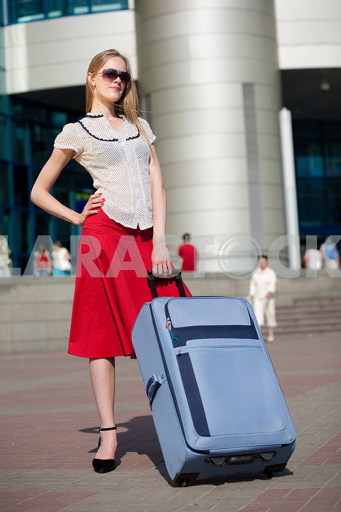 Young woman, blond, against the backdrop of the station. In all  — Image 4467