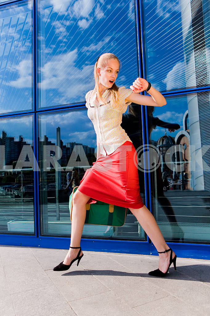 Beautiful girl, blond, runs against the backdrop of the station. — Image 4480