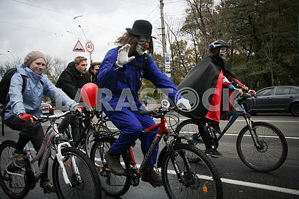 Bicycle ride on the eve of the holiday Halloween