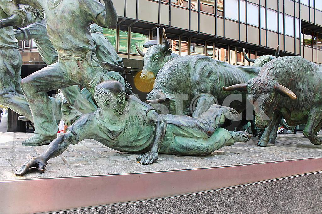 Памплона. Памятник Энсьерро, бегу от быков (Monumento al Encierro) — Изображение 46052