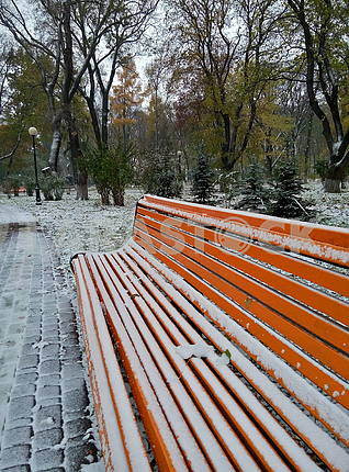 Bench sprinkled with snow
