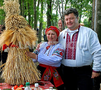 Poroshenko, A. Poroshenko at the feast of harvest at the beginning of renting Alexei Poroshenko lands Tomashpolskona, Vinnitsa region.