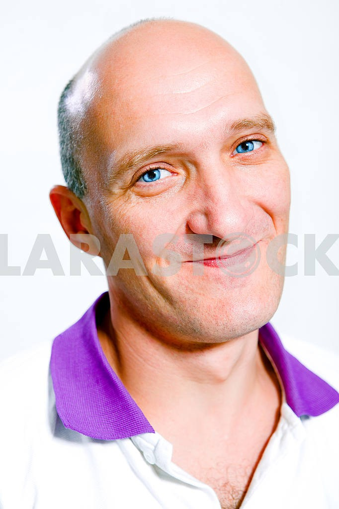 Portrait bald men happy smiles. Blue eyes — Image 4634