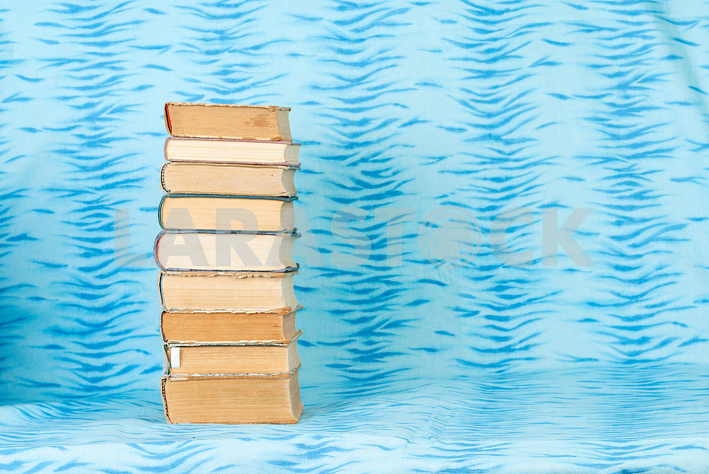 Open book, stack of hardback books on wooden table. Back to school. Copy space — Image 46520