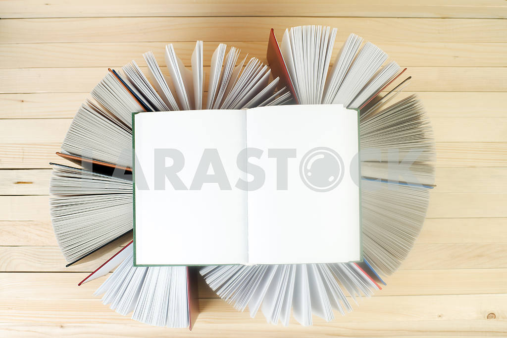 Open book, stack of hardback books on wooden table. Back to school. Copy space — Image 46619