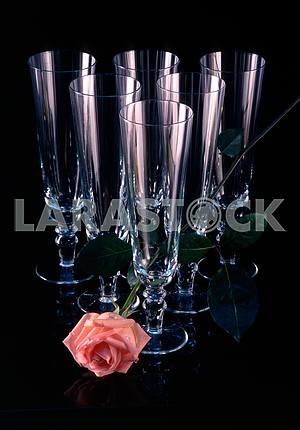 Бокалы и роза